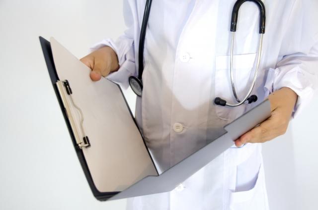 白衣を着た医療従事者のイメージ