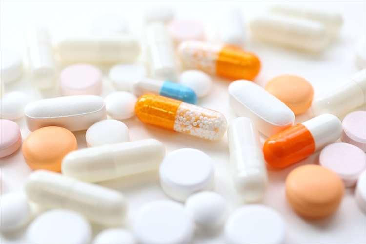 錠剤やカプセル状の薬剤の画像