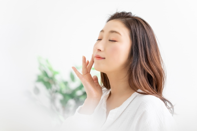 顎や頬のたるみを改善に導くフェイスリフトの効果とダウンタイム・経過の目安